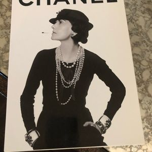 Accents - CHANEL COFFEE table book